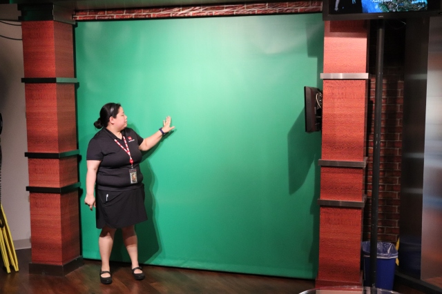 picture of a tour guide demonstrating green screen