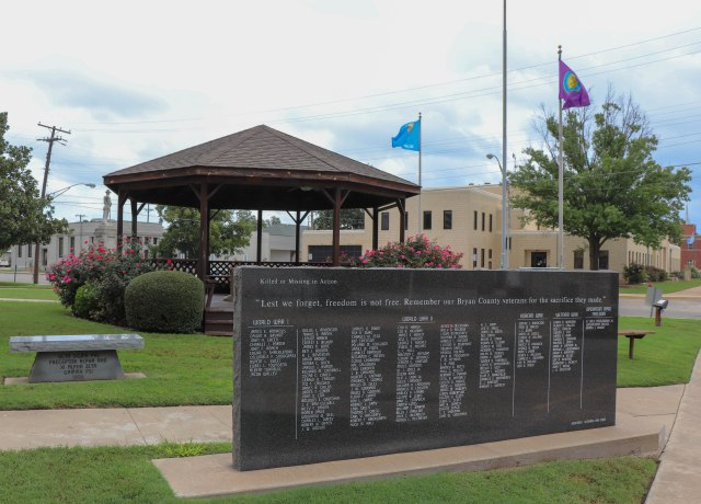 bryan county courthouse military memorial